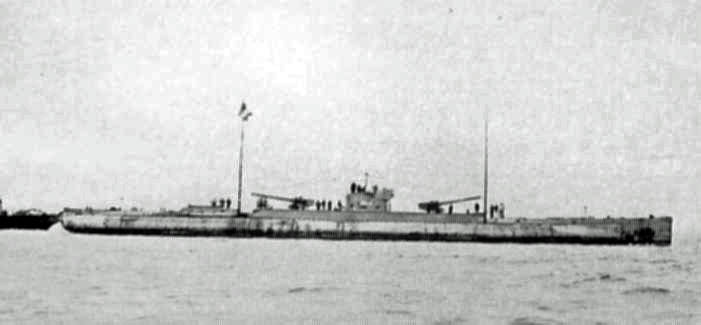 [image: U153, one of the Deutschland class Mercantile 